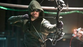 "Arrow -- ""The Man Under the Hood"" -- Image AR219b_0107b -- Pictured: Stephen Amell as The Arrow -- Photo: Diyah Pera/The CW -- © 2014 The CW Network, LLC. All Rights Reserved. Copyright, The CW, LLC All Rights Reserved"