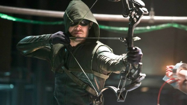 """Arrow -- """"The Man Under the Hood"""" -- Image AR219b_0107b -- Pictured: Stephen Amell as The Arrow -- Photo: Diyah Pera/The CW -- © 2014 The CW Network, LLC. All Rights Reserved. Copyright, The CW, LLC All Rights Reserved"""