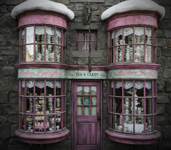 "UNIVERSAL STUDIOS HOLLYWOOD -- Pictured: ""The Wizarding World of Harry Potter: Madam Puddifoots"" -- (Photo by: Universal Studios) HARRY POTTER, characters, names and related indicia are trademarks of and (c) Warner Bros. Entertainment Inc. Harry Potter Publishing Rights (c) JKR. (s15) (c)2015 Universal Studios. All Rights Reserved."