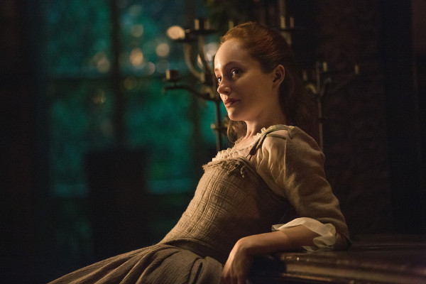 Lotte Verbeek as Geillis Duncan in Outlander Season 1.
