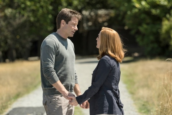 """David Duchovny and Gillian Anderson in the """"Babylon"""" episode of THE X-FILES"""